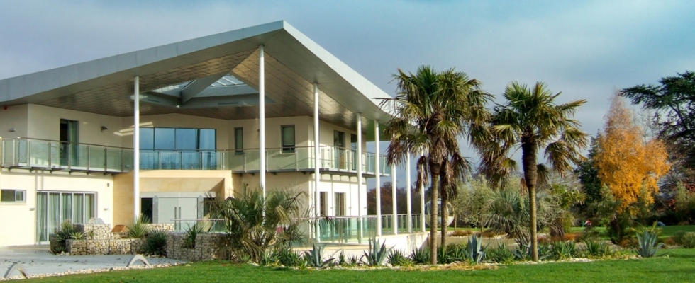 An Example of Contemporary Architecture By Philip Nash Garden Design